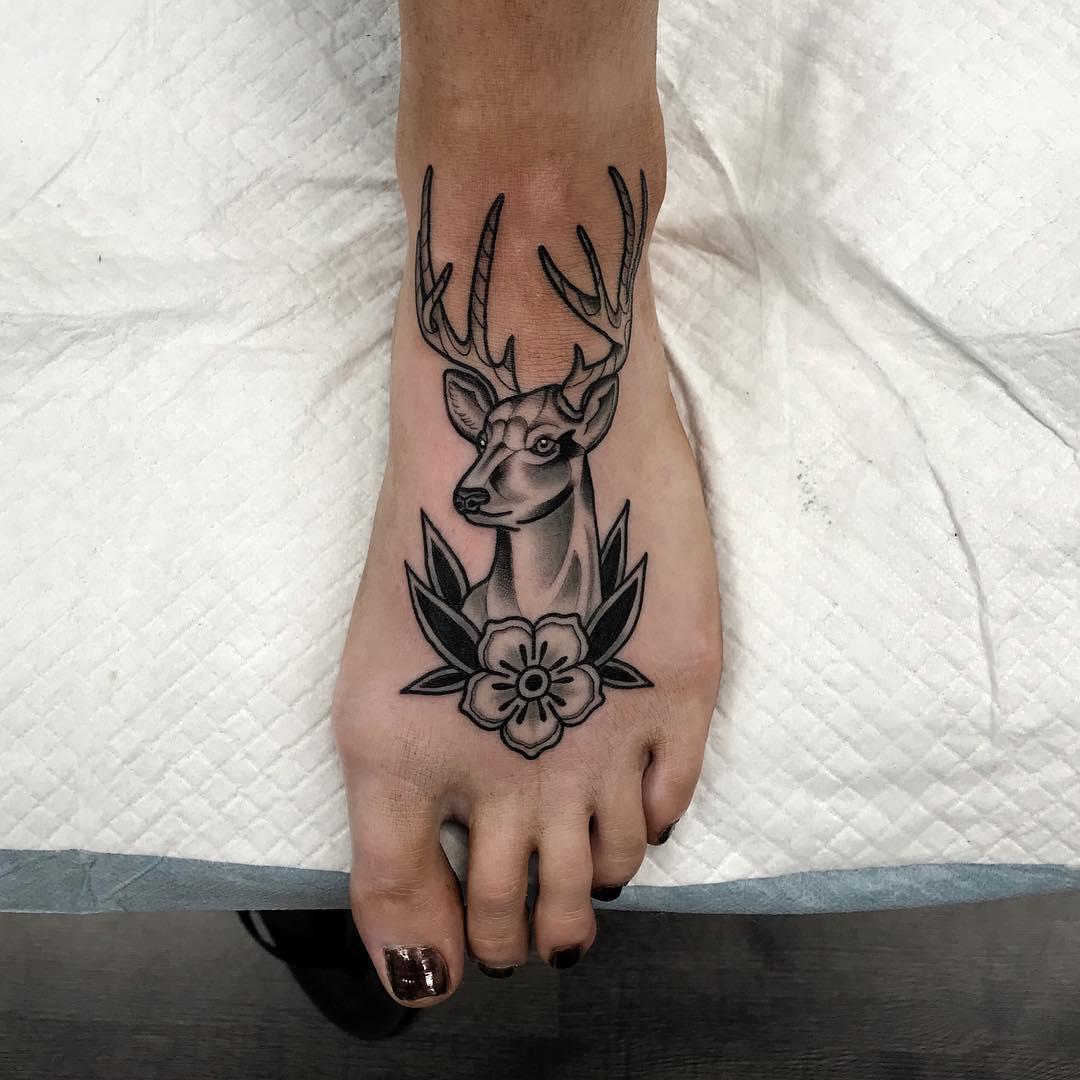 做数学老师的伏小姐脚背鹿纹身图案图片