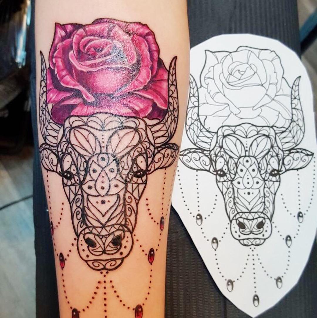 皮先生小臂梵花牛玫瑰纹身图案