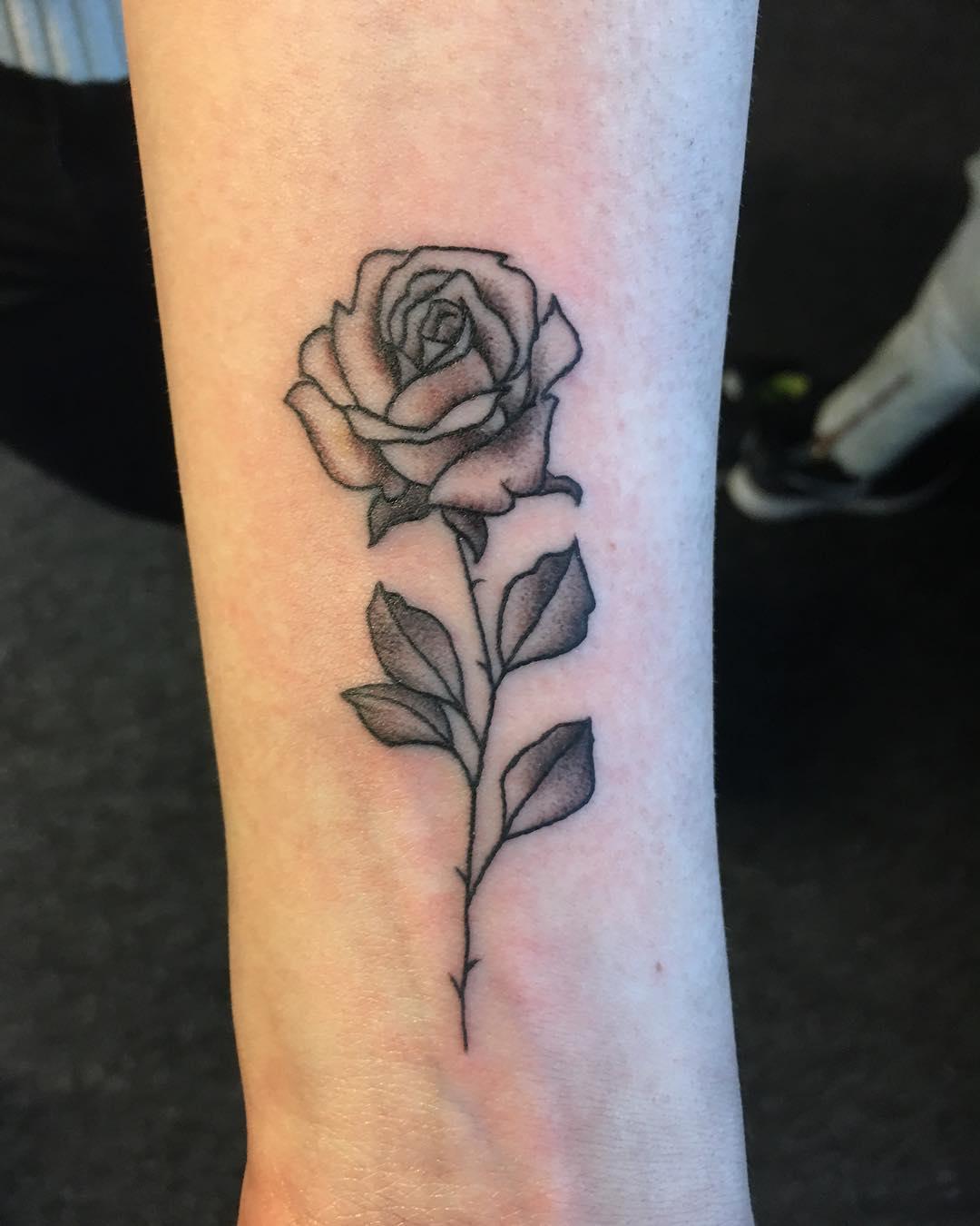梵花花臂纹身图案                      翁先生小臂玫瑰月亮纹身图案